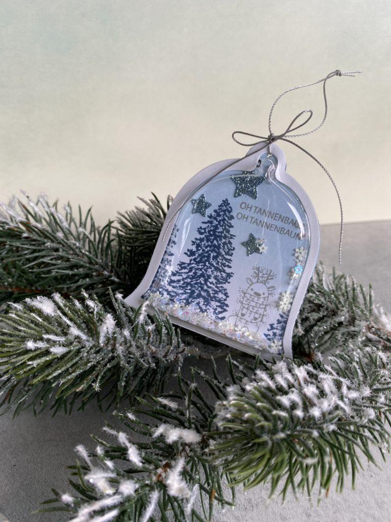 Weihnachtsglocke mit Rentier und Weihnachtsbaum